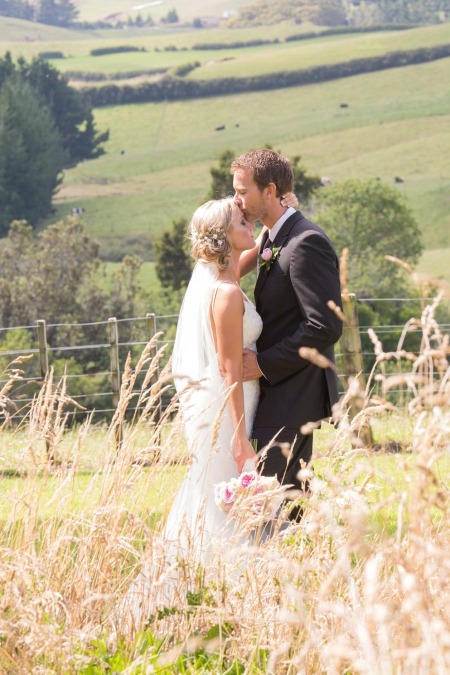 Natural country wedding photo in Summer