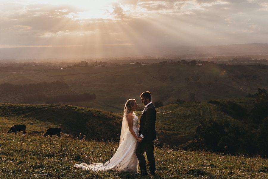 Sun peaking through sky at eagle ridge country wedding