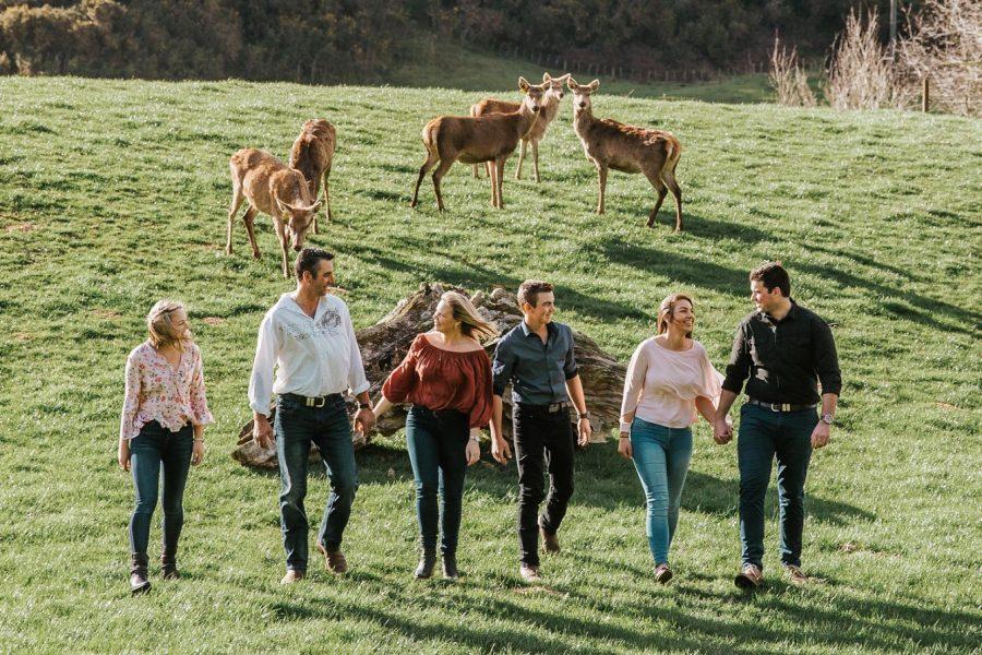 tauranga family photo with deer