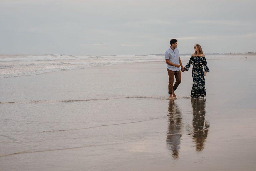 Couple photo session on Papamoa beach