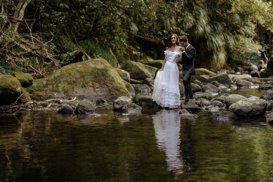 Wedding photos in New Zealand bush