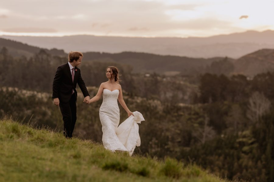Wedding photos in the country in New Zealand