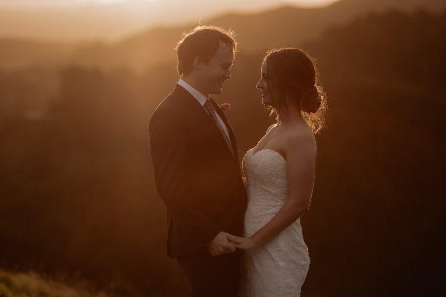 Golden light wedding photo in hills of Tauranga